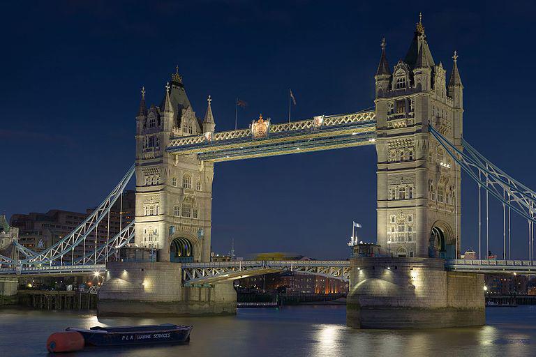 Photograph of London Bridge, image links to Visit London website